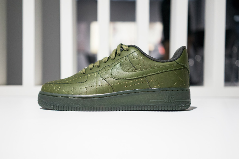 Nike Wmns Air Force 1 07 Fw Qs Tenisice Za
